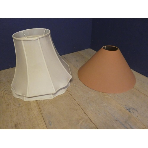 1 - 3 Table lamps with lampshades...