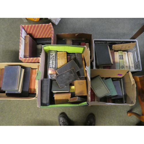 28 - A large quantity of medical reference books dating from 1900. Together with books on engineering and...