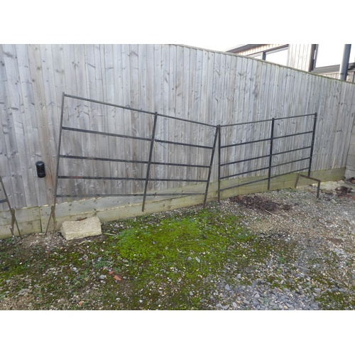 36 - Estate fencing, 5 sections 201cm L...