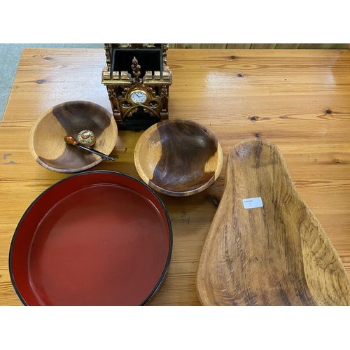 3 - Quantity of wooden bowls and serving spoons etc (Condition: all from house clearance so all with gen...