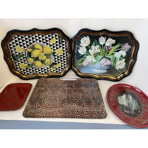 4 - Quantity of decorative trays and plates etc (Condition: all from house clearance so all with general...
