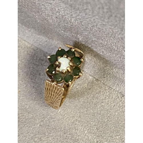 63 - 9 ct gold Emerald and Opal flower ring 4 g, size N