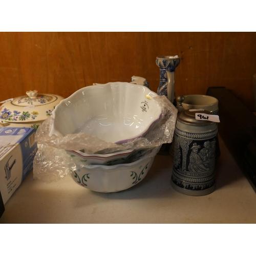 941 - JELLY MOLDS & BLUE & WHITE CHINA...