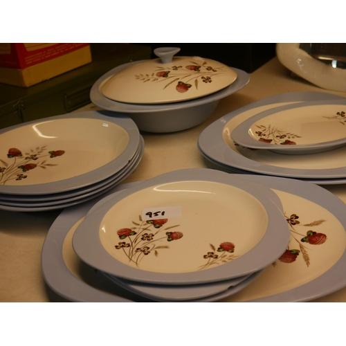 951 - LOT OF COPELAND SPODE DINNERWARE...