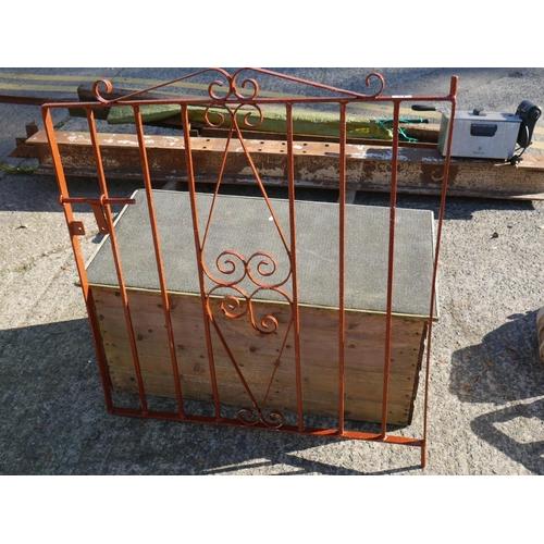 21 - GARDEN GATE...