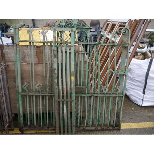 25 - GREEN GATES & PANELS...