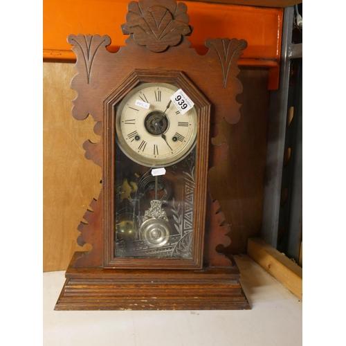 939 - GINGERBREAD CLOCK...