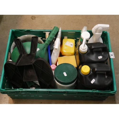 4 - CRATE OF EQUESTRIAN GROOMING ITEMS...