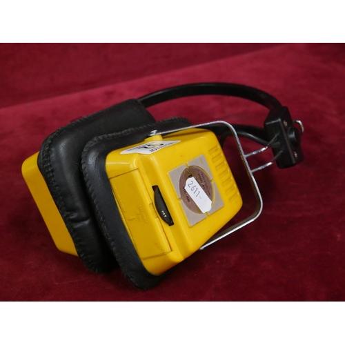 92 - EARPHONES RADIO...