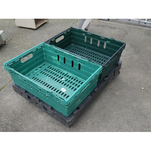 41 - DUMMY TROLLEY & PLASTIC TRAYS...