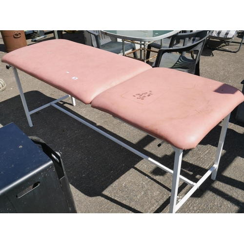 38 - MASSAGE COUCH...
