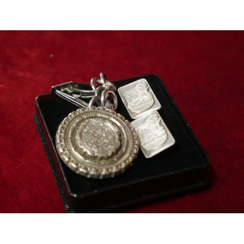 418 - 2 PAIRS OF SILVER CUFFLINKS & ANTIQUE SILVER BROOCH...
