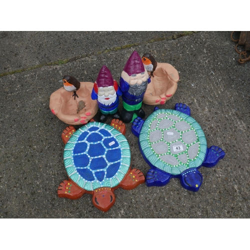 43 - LOT OF PAINTED GARDEN ORNAMENTS...