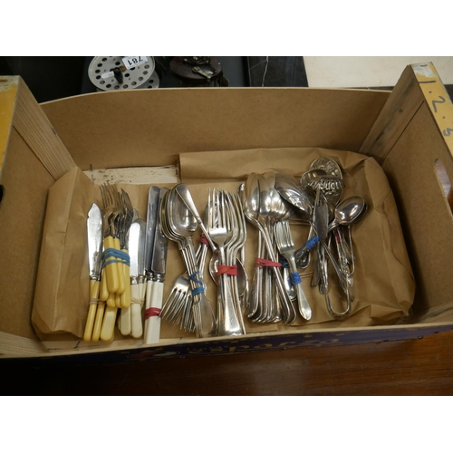 771 - BOX OF CUTLERY...