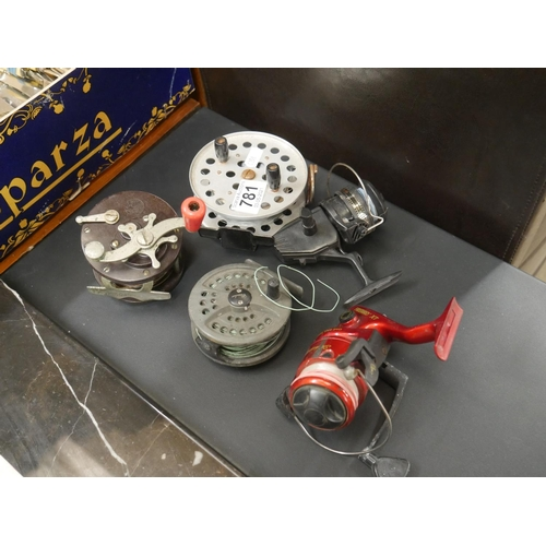 781 - SELECTION OF FISHING REELS