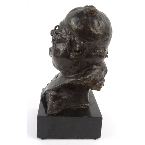 10 - E Winro ? bronze model of Pickwick mounted on a marble base, 16cm high...