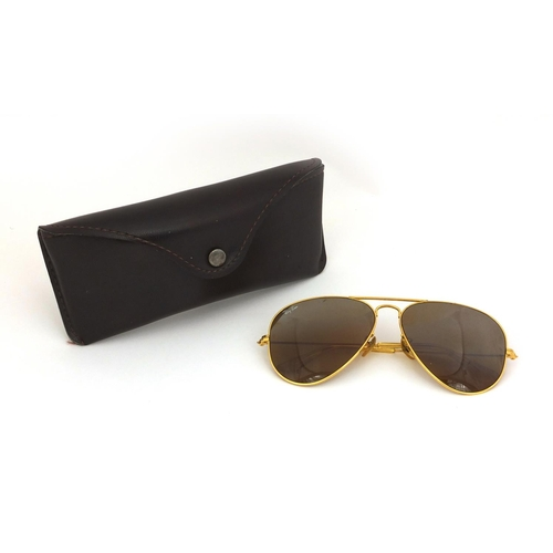 4c148a2bebd8 2264 - Pair of vintage Bausch and Lomb Ray Ban aviator sunglasses with case.