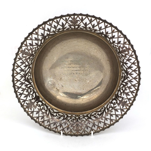 653 - Large circular silver bowl with pierced floral rim, JD & S Sheffield 1910, 30.5cm in diameter, appro...