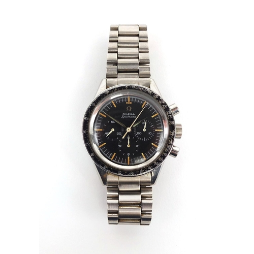 1041 - Vintage gentleman's Omega Speedmaster chronometer wristwatch, with black dial, numbered 17764034 to ...