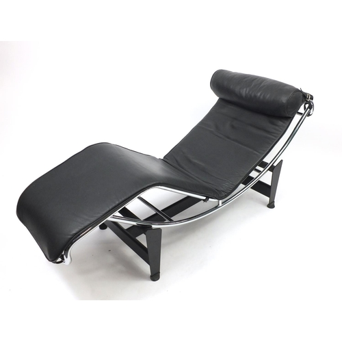2026 - Le Corbusier design lounger, possibly Cassini with leather upholstery, 160cm wide...