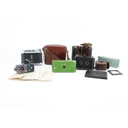 130 - Vintage cameras and accessories including a green vest pocket ready set and Voightlander Perkeo...