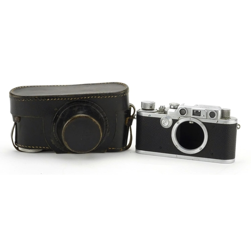 100 - Leica III Rangefinder Camera body with leather case and paperwork, the camera body serial number 331...