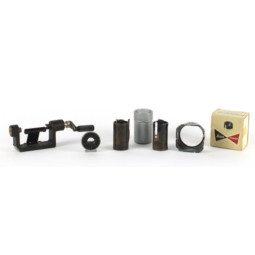 104 - Leica and Leitz camera accessories including Leica Itooy and Ernst Leitz 9cm finder...