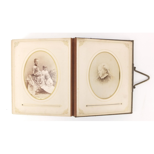 952 - Victorian leather photograph album with black and white portrait cabinet cards...
