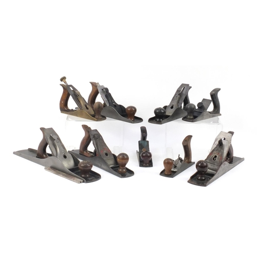 190 - Nine vintage wood working planes including Footprint No.5, Union No.5a, Record No.0120 and The Bosto...
