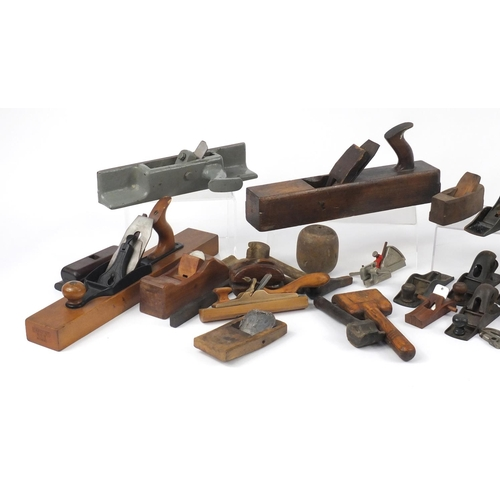 194 - Vintage wood working planes and boxwood tools including Sedgley No.S4, Stanley No.220, Stanley No.12...