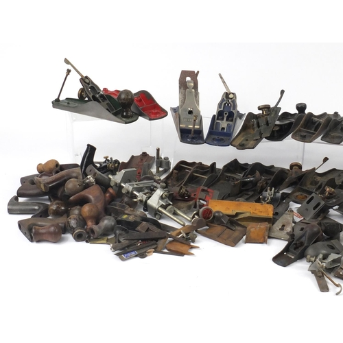 201 - Large collection of vintage wood working plane parts including Stanley, Brazil, Record, shoes, blade...