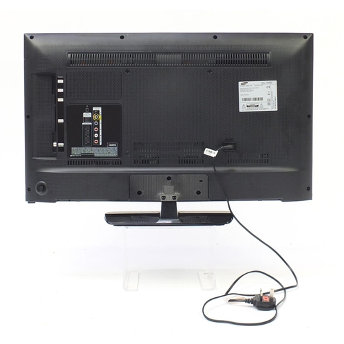 40 - Samsung 32inch LCD television with remote...