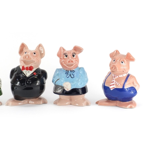 2048 - Set of five Wade Natwest piggy banks, the largest 19cm high...