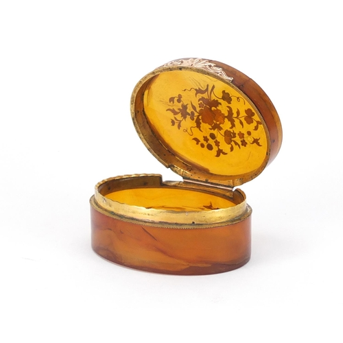 47 - 18th century horn and piqué work oval snuff box, the hinged lid decorated with flowers, 9cm wide...