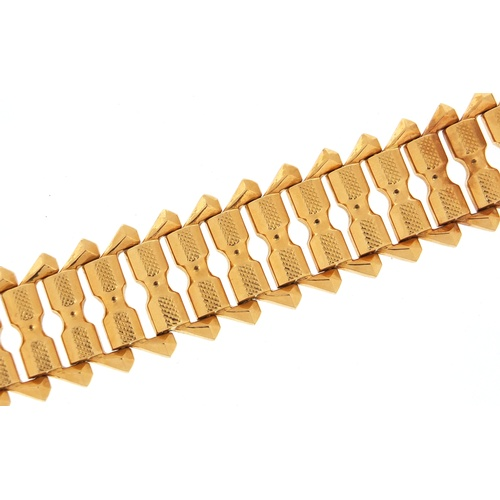 2518 - Continental 18ct gold bracelet, 18cm in length, 29.0g...