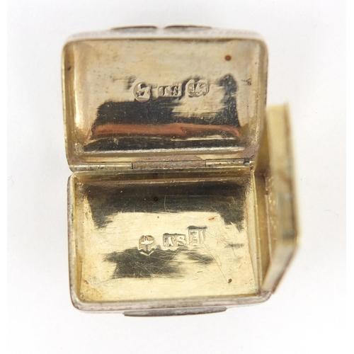 3271 - George IV silver vinaigrette with gilt interior, by Thomas Shaw, Birmingham 1832, 2.7cm wide, 11.0g...