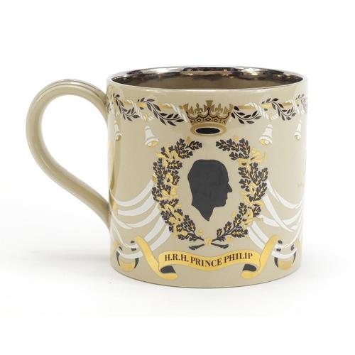 425 - Wedgwood mug commemorating HM Queen Elizabeth II 25th wedding anniversary, designed by Richard Guyat...