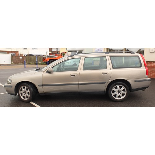 2059A - 2003 Volvo V70 Estate, 2.4 Litre Diesel, Manual, 125000 miles, MOT until 12 July 2021, Two previous ...