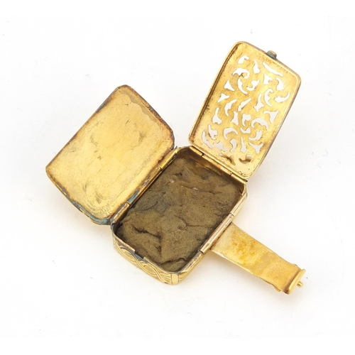 144 - Georgian unmarked gold vinaigrette (tests as 9ct gold) 2.6cm high, 7.4g...