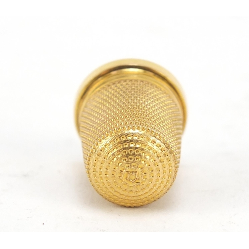 145 - Edward VII 15ct gold thimble, 2.2cm high, 4.5g...