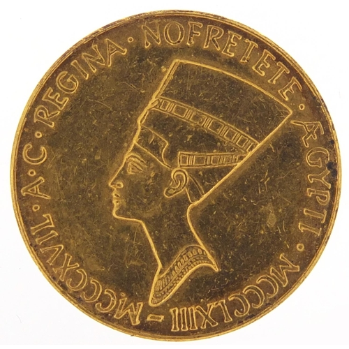 39 - 24ct gold commemorative gold coin with head of Nefertiti, 8.0g - this lot is sold without buyer's pr...