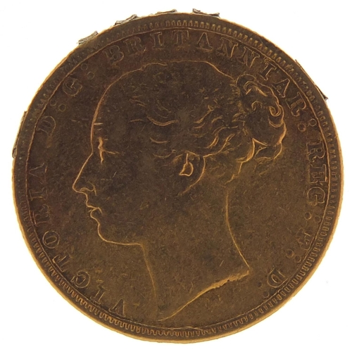 176 - Victoria Young Head 1882 gold sovereign, Melbourne Mint - this lot is sold without buyer's premium, ...