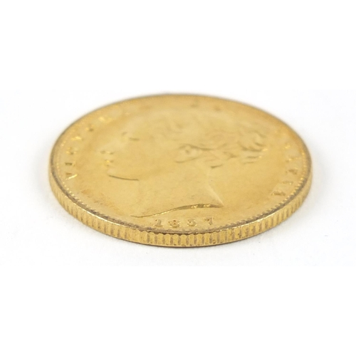 192 - Victoria Young Head 1857 shield back gold sovereign - this lot is sold without buyer's premium, the ...