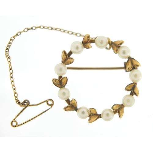 14ct gold cultured pearl wreath brooch, 2.2cm in diameter, 3.5g