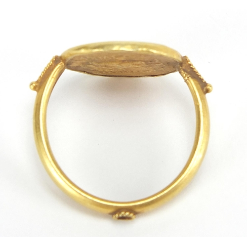 10 - Antique gold Roman head coin ring, size P, 4.7g