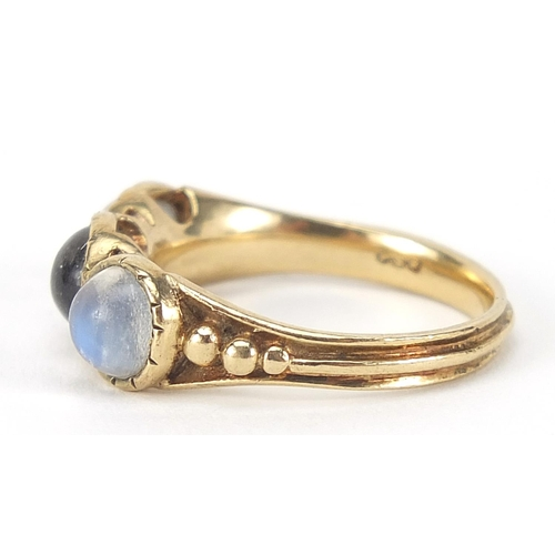 44 - Georgian style 9ct gold cabochon moonstone ring, size O, 3.9g