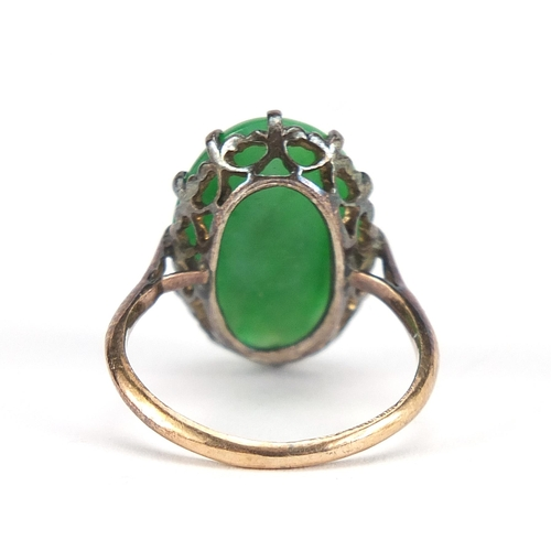 1669 - Chinese unmarked gold cabochon green jade ring, size J, 4.2g