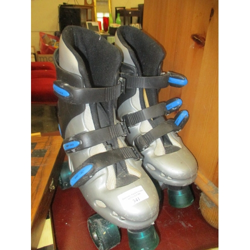 130 - A PAIR OF SIZE 4 ROLLER BOOTS...