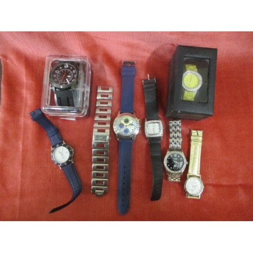 43 - A COLLECTION OF EIGHT WATCHES...