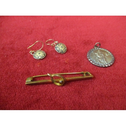 8 - A SMALL BROOCH, PENDANT AND PAIR OF EARRINGS...
